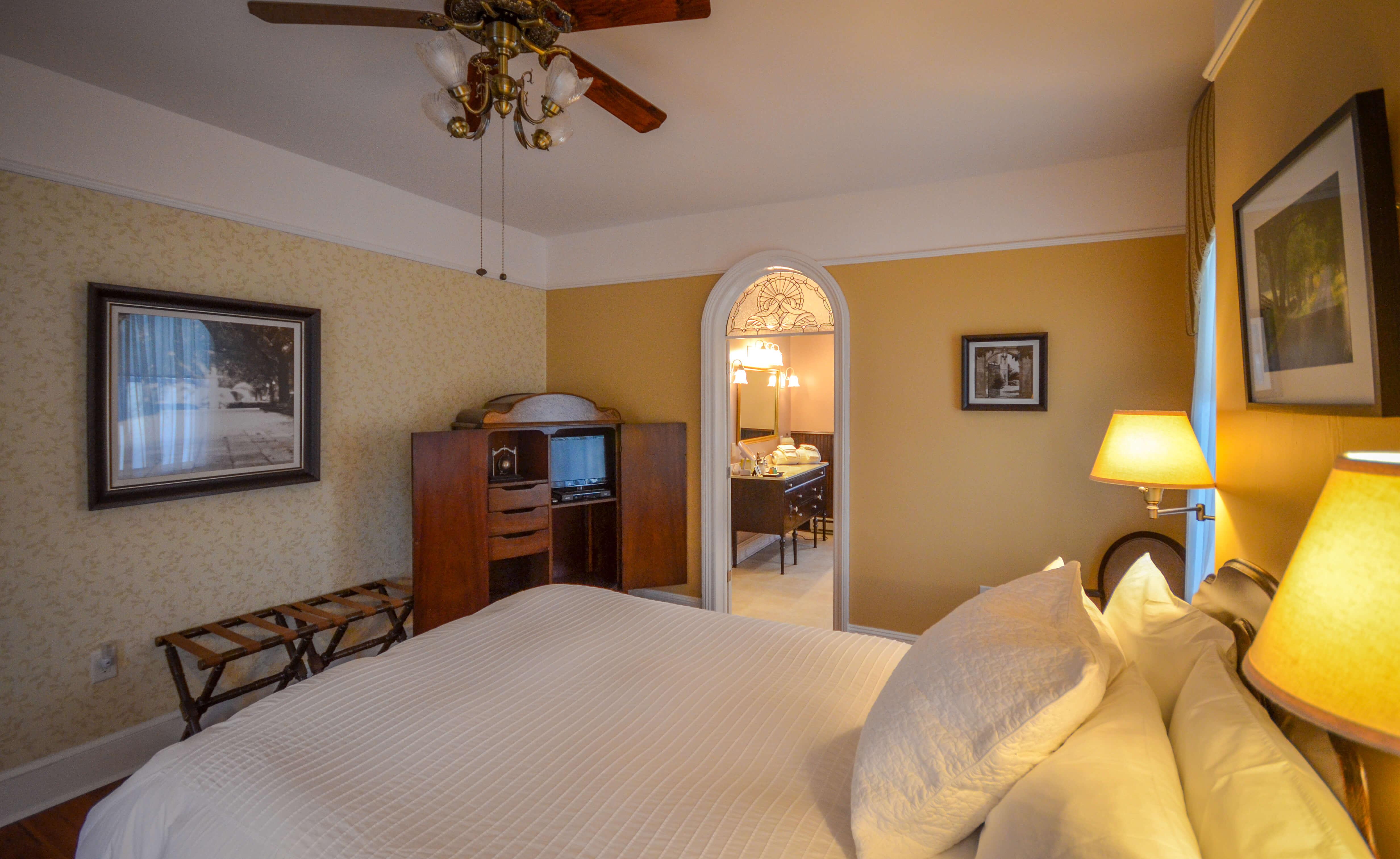 Traveler's Retreat Room - Waypoint House B+B