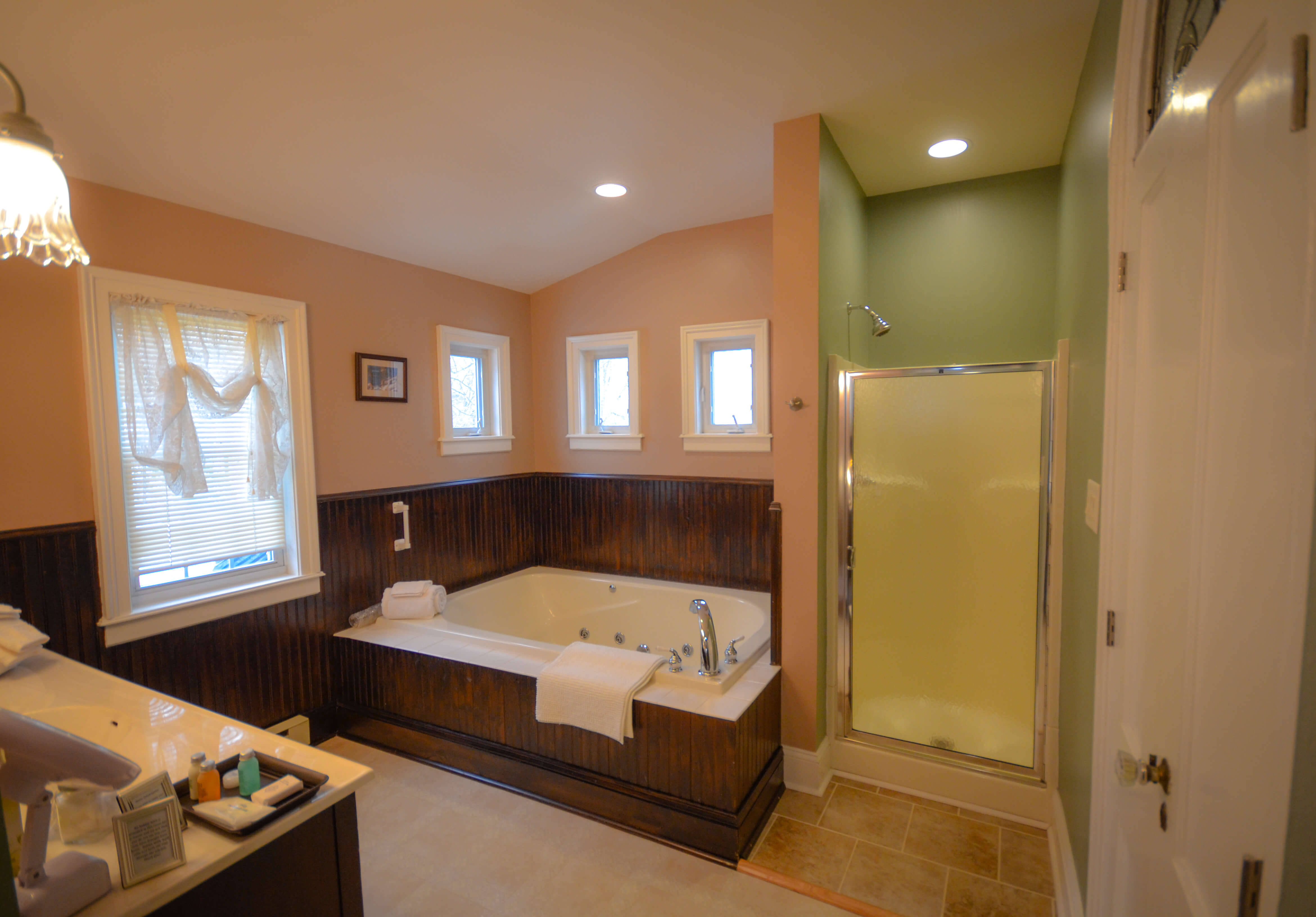 Traveler's Retreat Bathroom - Waypoint House B+B