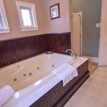 Traveler's Retreat Bath